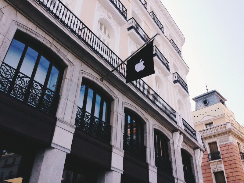 Primeras im genes de la apple store de la puerta del sol for Puerta del sol hoy