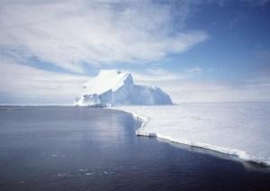 Antartida 300x212 Bacterias con poderes especiales para degradar petróleo bajo el hielo