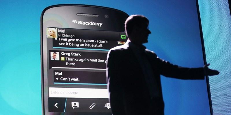 La venta de BlackBerry está cerca. La compañía financiera Fairfax Financial ha anunciado su intención de comprarla por 4.700 millones de dólares. Salvo sorpresa mayor, esta operación se ejecutará en un plazo de 6 semanas. La venta de BlackBerry es inminente. Un último reporte deBloomberg apunta a que Fairfax Financial está cerca de formalizar la compra de BlackBerry por 4.700 millones de dólares, a 9 dólares por acción. Como ya venía siendo vox populi desde hace semanas, la compra de sus patentes era lo más interesante que podía ofrecer una BlackBerry malherida a un potencial comprador. Se barajaban nombres como
