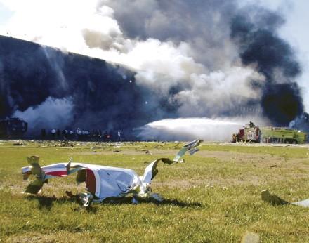 OBJETIVO:  EL PENTÁGONO - Página 4 Flight77_wreckage