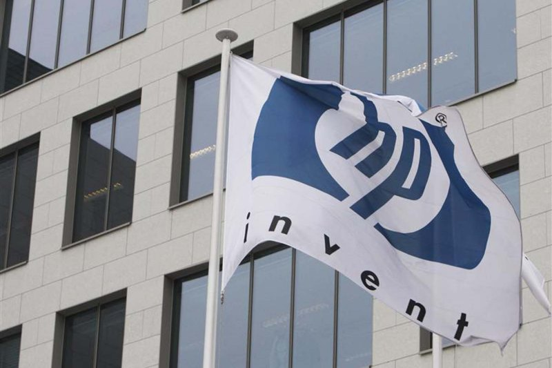 HP logo is seen outside Hewlett-Packard Belgian headquarters in Diegem in this January 2010 file photo