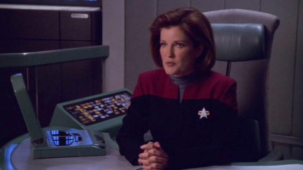 Kate Mulgrew, enfundada en su traje de la Flota Estelar.  Fuente: Subspacecommunique