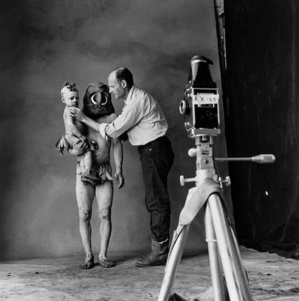 El fotógrafo colocando a los protagonistas de su foto. Fuente: Graffica