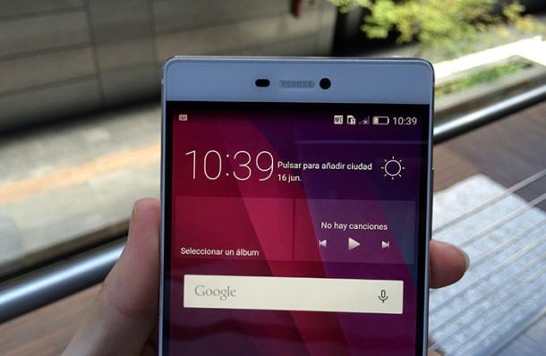 Detalle del mínimo marco frontal en la pantalla - Huawei P8