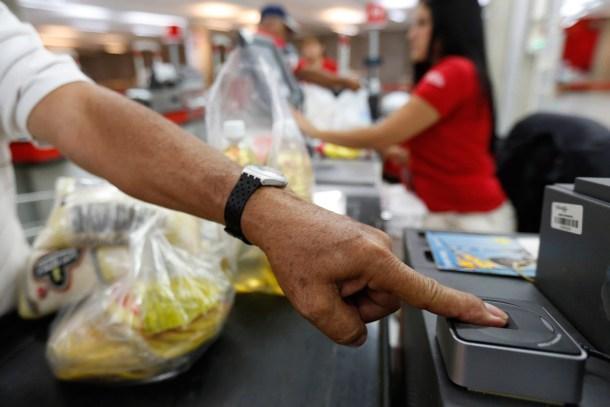 Captahuellas usados en los supermercados para controlar las cantidades que puede comprar cada persona.