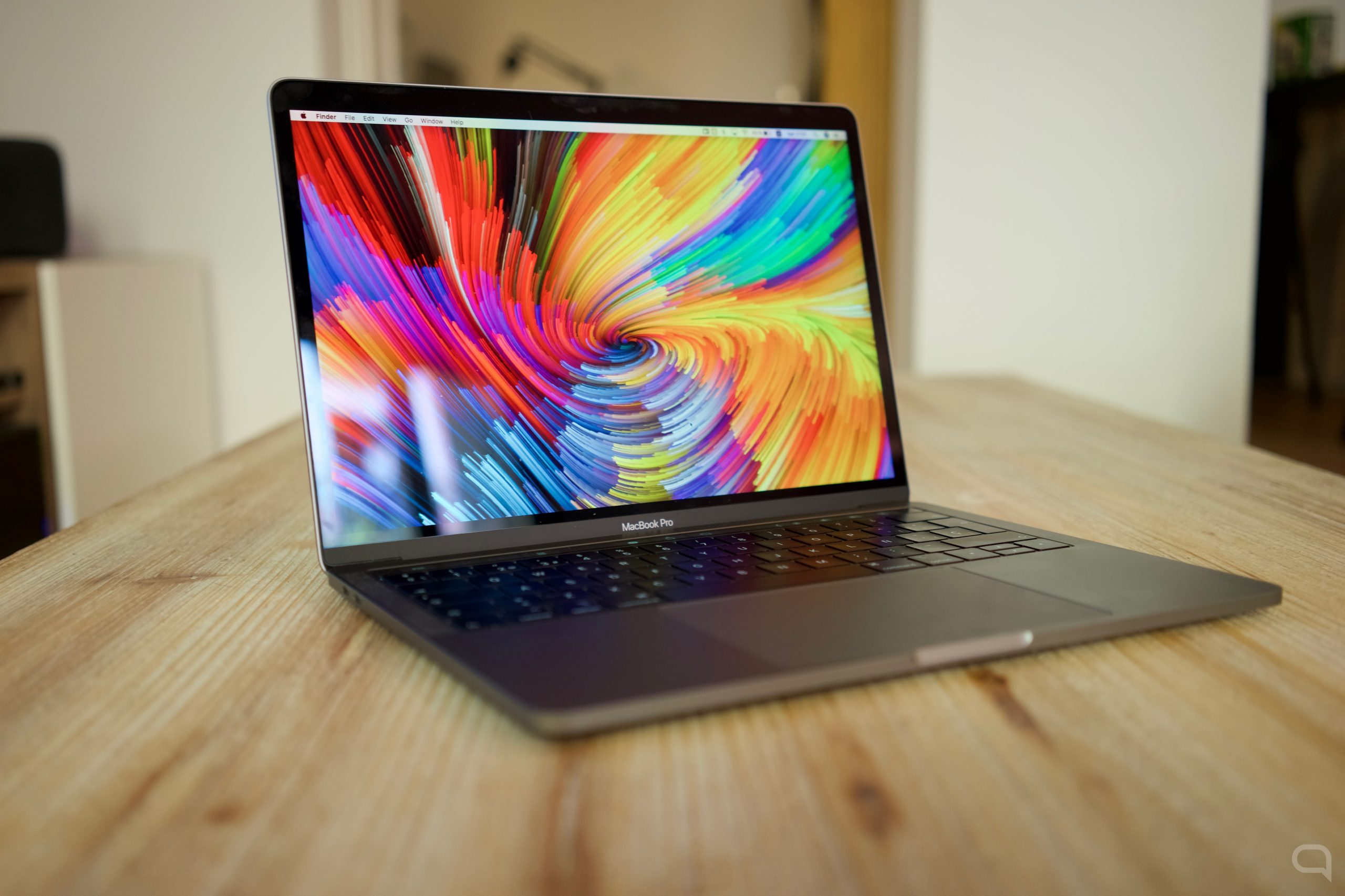 MacBook Pro sobre una mesa