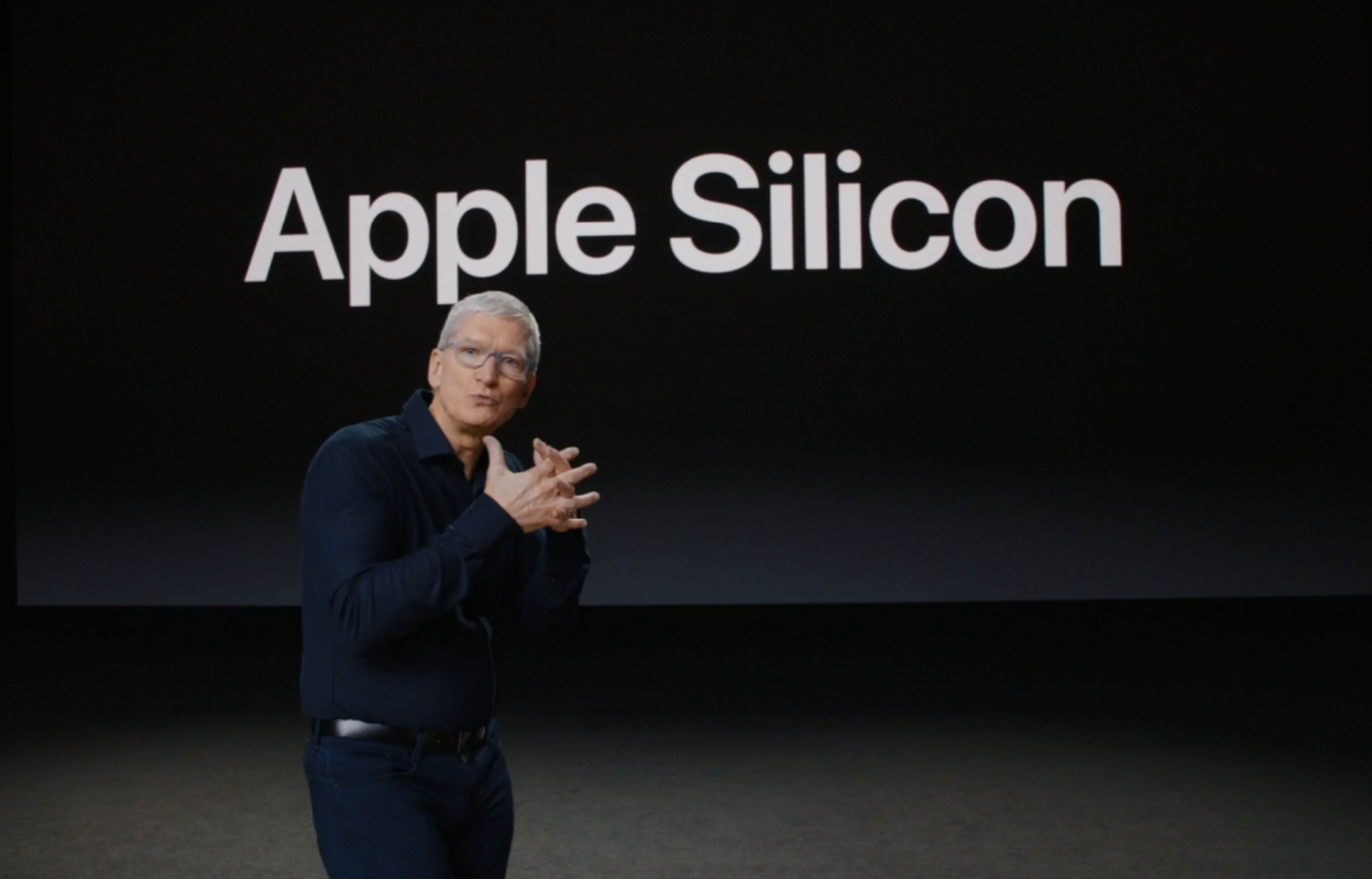 Tim Cook presentando los Mac con procesador Apple Silicon